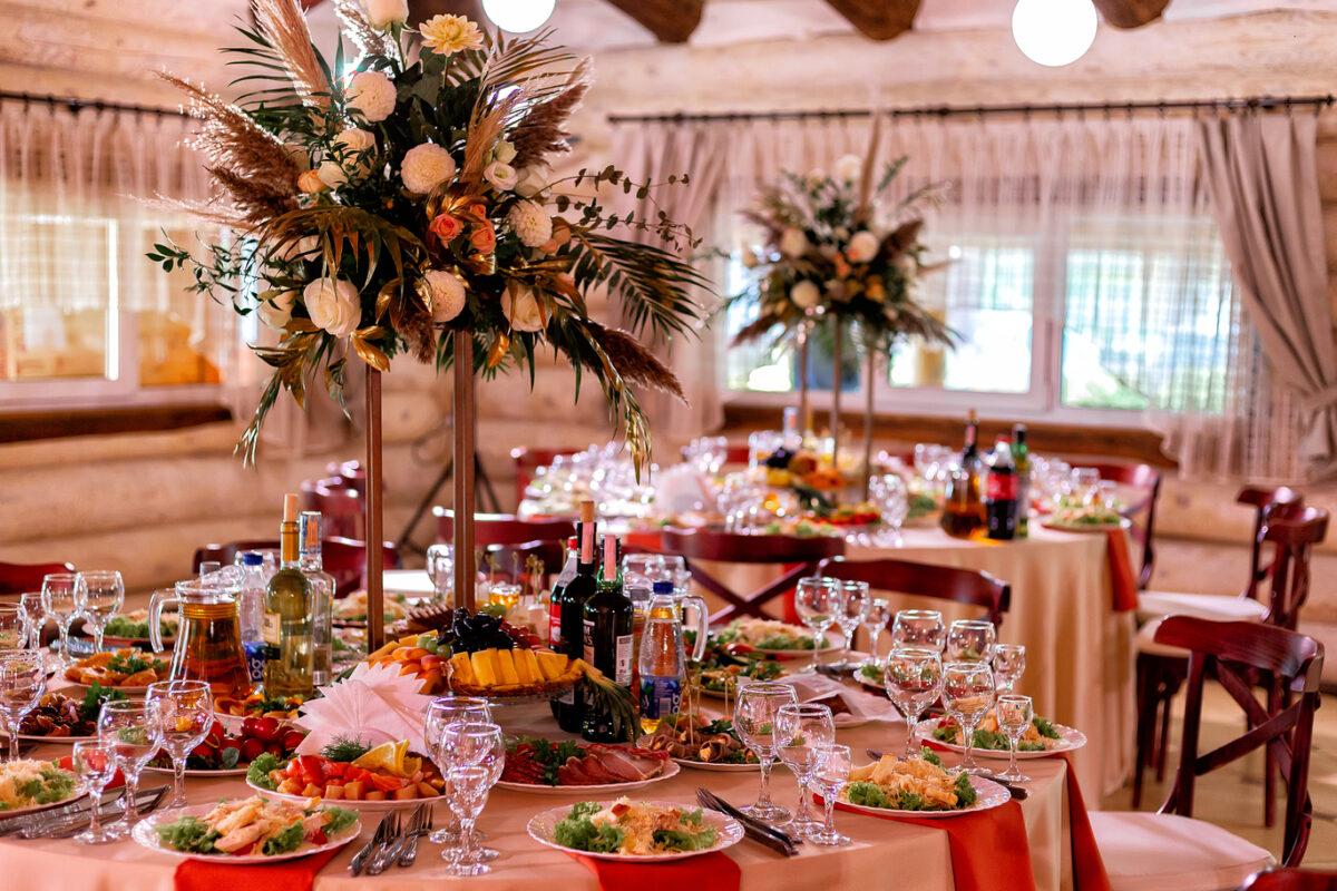 Пример оформления свадебного стола